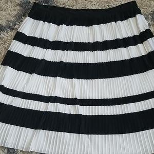 H&M Black & White Pleated Skirt